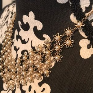 Forever 21 Jewelry - Fashion gold and Pearl necklace